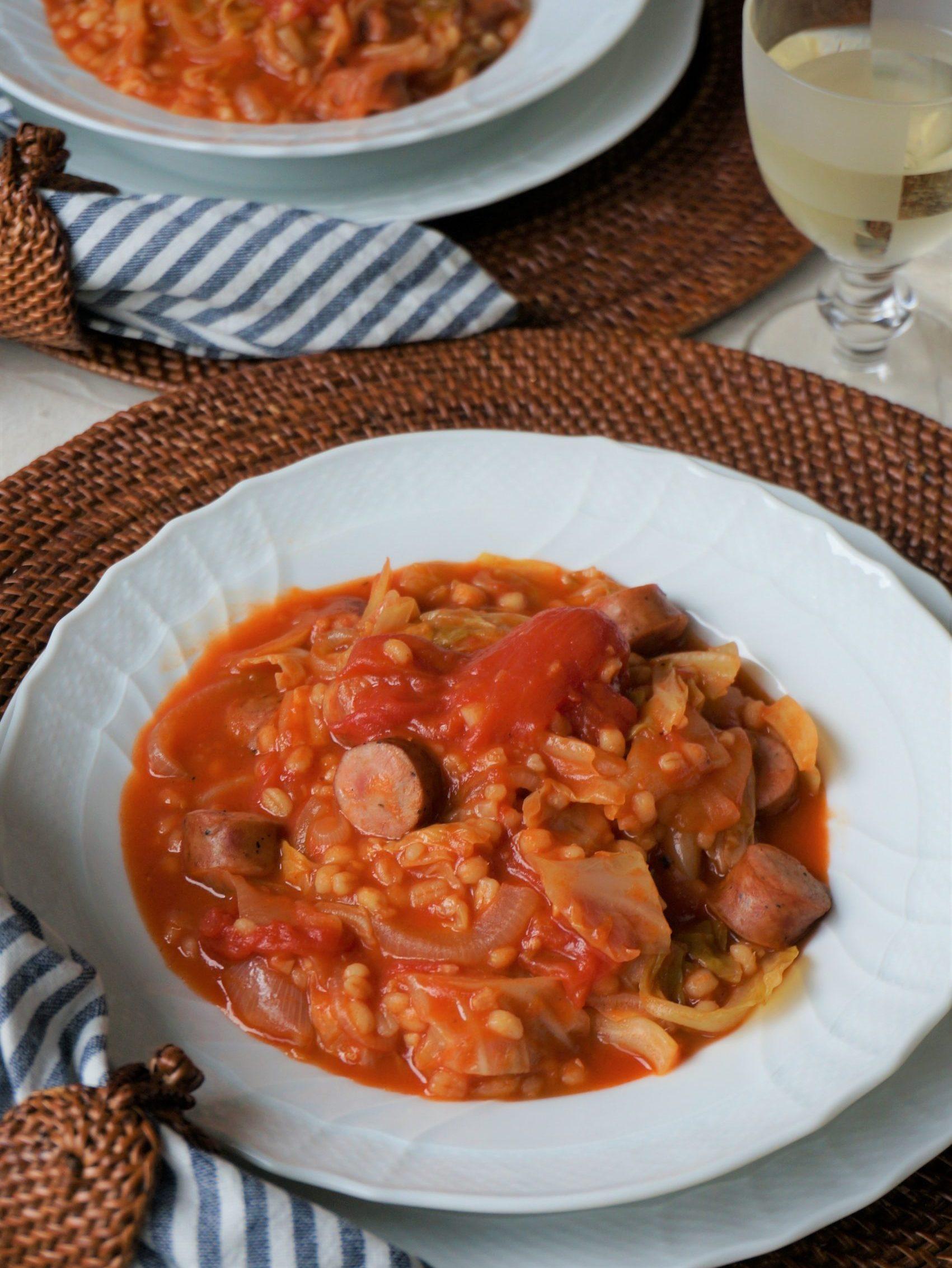 もち麦とソーセージのトマトシチュー