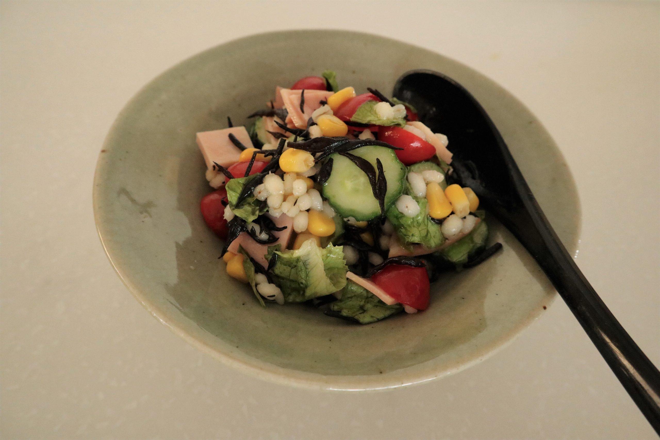 もち麦とひじきのドレッシングサラダ