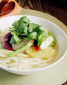 タイ風豚バラスープ麺