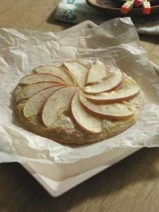 地粉で焼きりんごのスウィートピザ