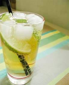 麦茶のライムソーダ