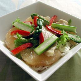 蒸し鶏とグレープフルーツのサラダ麺