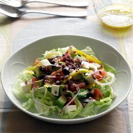 十六穀と野菜たっぷり具だくさんサラダ