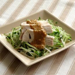 バンバンジー風チキンと雑穀(もちあわ)のサラダ