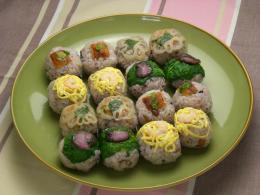 十六穀ごはんの手まり寿司4種
