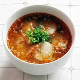 キムチとすいとんのピリ辛スープ