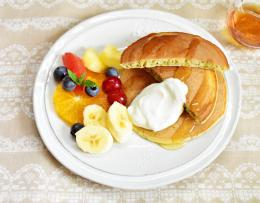 ポピーシードパンケーキとたっぷりフルーツのプレート